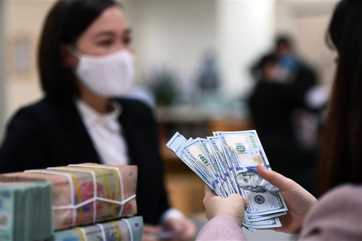 Ngân hàng Nhà nước bơm tiền trở lại sau 4 tháng-3
