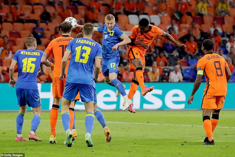 Video Hà Lan 3 - 2 Ukraine, trận banh hấp dẫn nhất từ đầu Euro 2020-1
