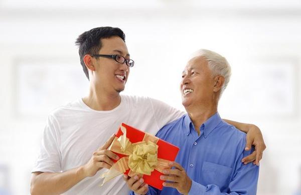 Top 5 quà tặng Cha với hàng hiệu cho Nam chính hãng-1