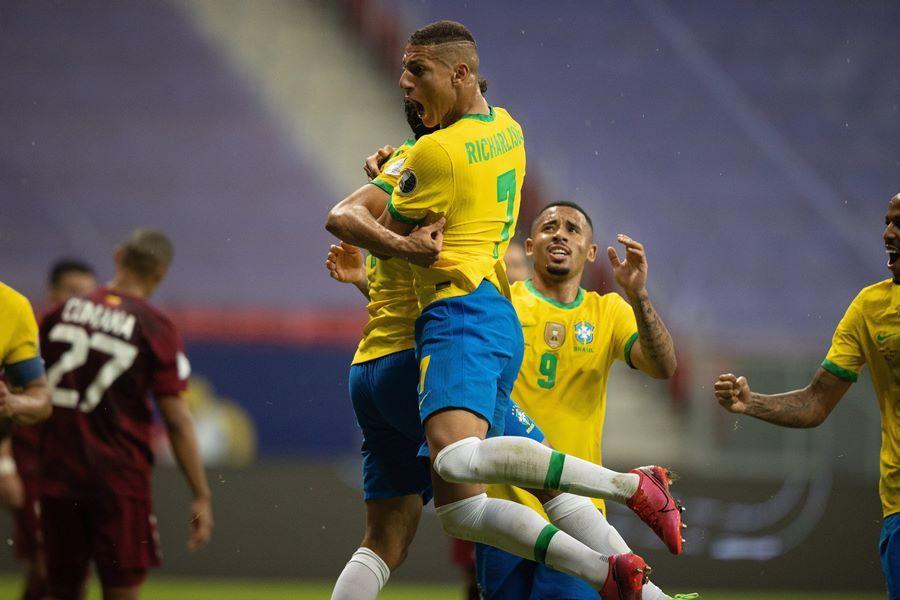Neymar chói sáng, Brazil thắng to trận ra quân Copa America-5