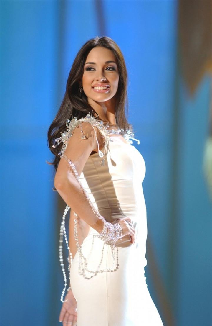 Chuyện tình đẹp của hoa hậu cao nhất lịch sử Miss Universe-3