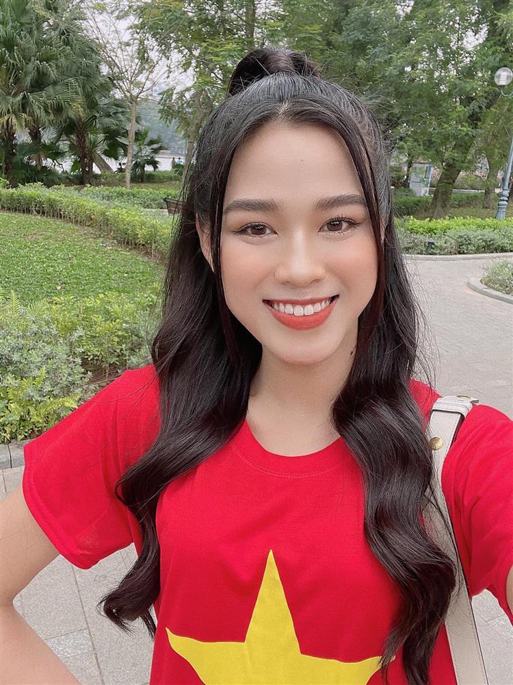 Hoa hậu Tiểu Vy hứa làm osin nếu đội tuyển Việt Nam thắng UAE-4