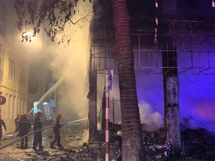 Phòng trà ở TP Vinh cháy dữ dội, ít nhất 6 người thiệt mạng-5