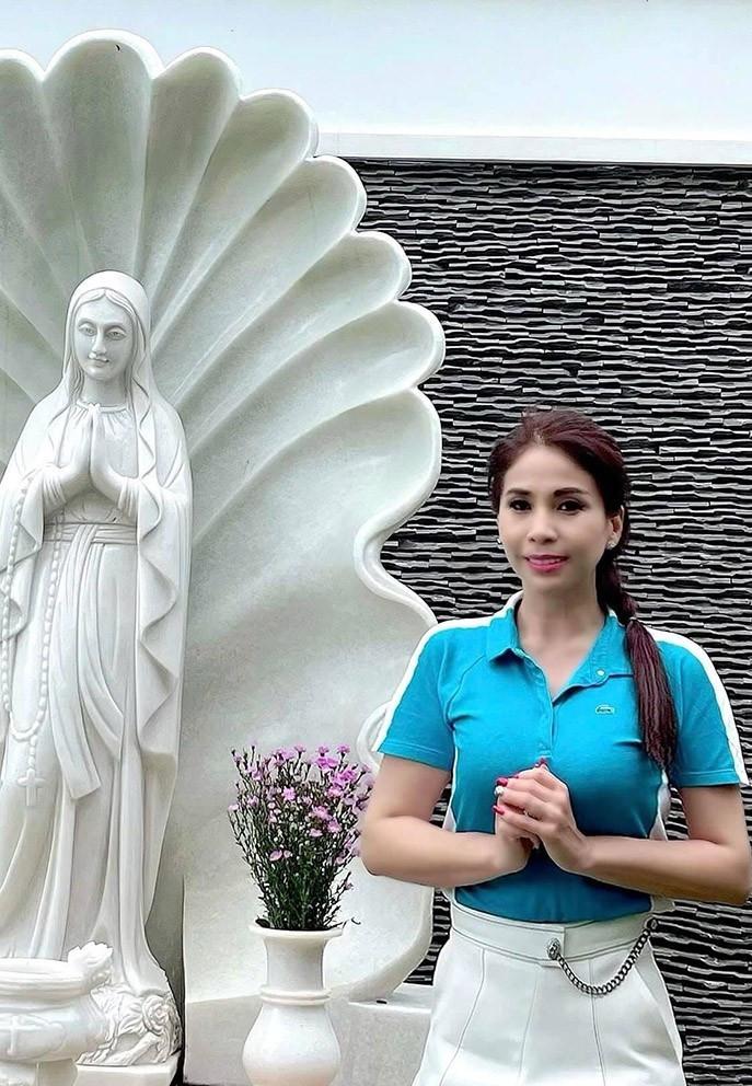 Sao Việt 15/6; Nhan sắc vợ xinh đẹp của NSND Tự Long-4