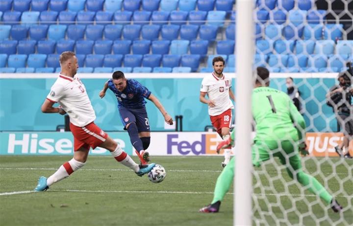 Kết quả bóng đá EURO: Lewandowski tịt ngòi, Ba Lan thua đau trước Slovakia-2