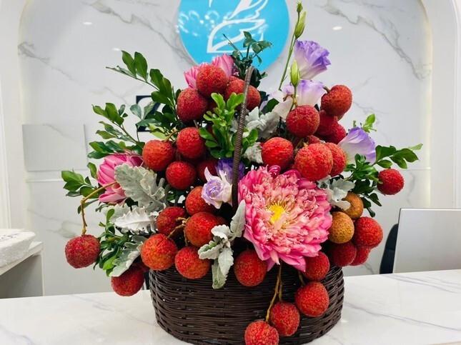 Vải thiều xuất Nhật được bày như lẵng hoa, giá 35.000 đồng/kg-4