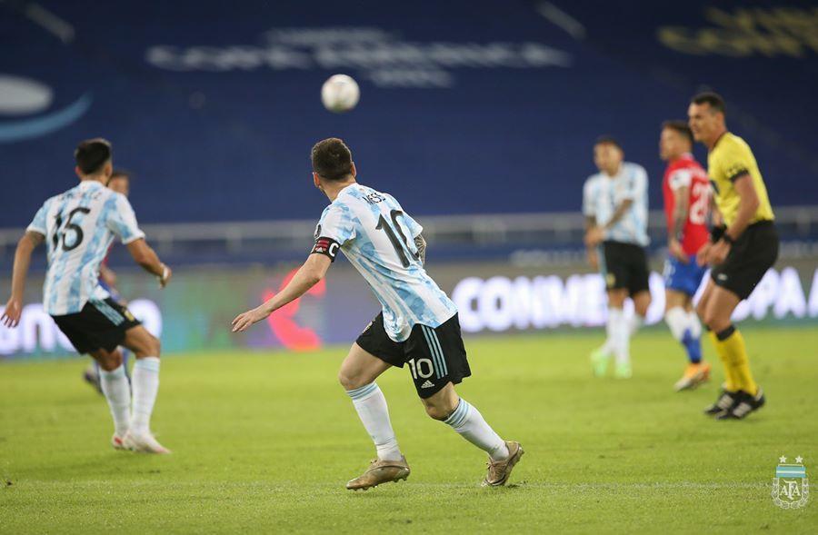 Messi vẽ siêu phẩm, Argentina vẫn tuột chiến thắng ra quân Copa-7