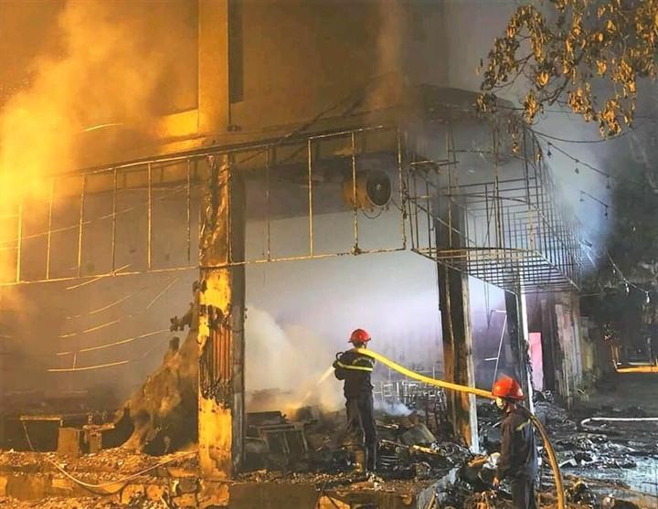 Phòng trà ở TP Vinh cháy dữ dội, ít nhất 6 người thiệt mạng-7