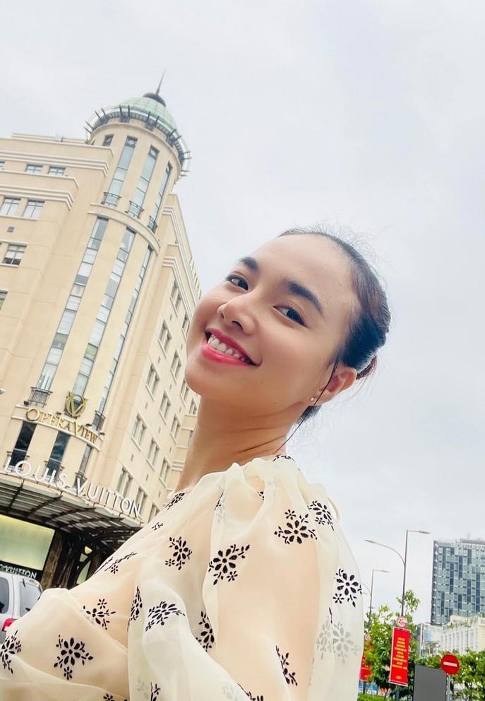 Sao Việt 15/6; Nhan sắc vợ xinh đẹp của NSND Tự Long-5
