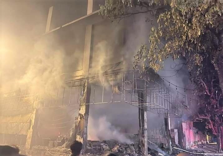 Phòng trà ở TP Vinh cháy dữ dội, ít nhất 6 người thiệt mạng-6