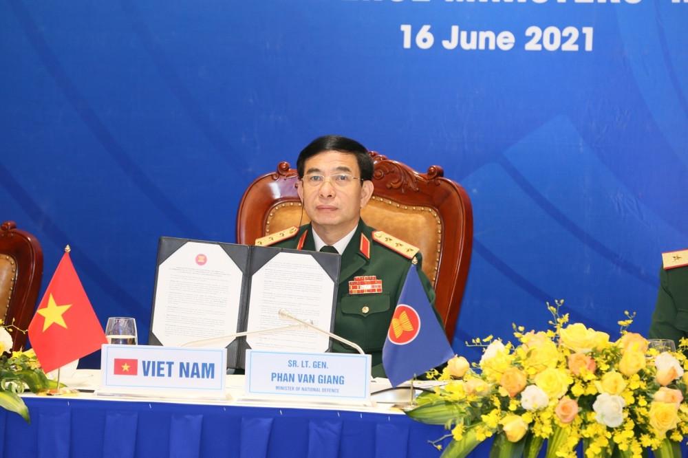 Bộ trưởng Bộ Quốc phòng Phan Văn Giang tham dự và phát biểu tại Hội nghị ADMM+ lần thứ 8. (Nguồn: Bộ Quốc phòng)