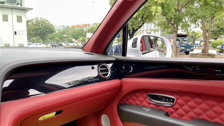 Bentley Bentayga V8 2021 với nội thất màu đặc biệt tại Việt Nam-20