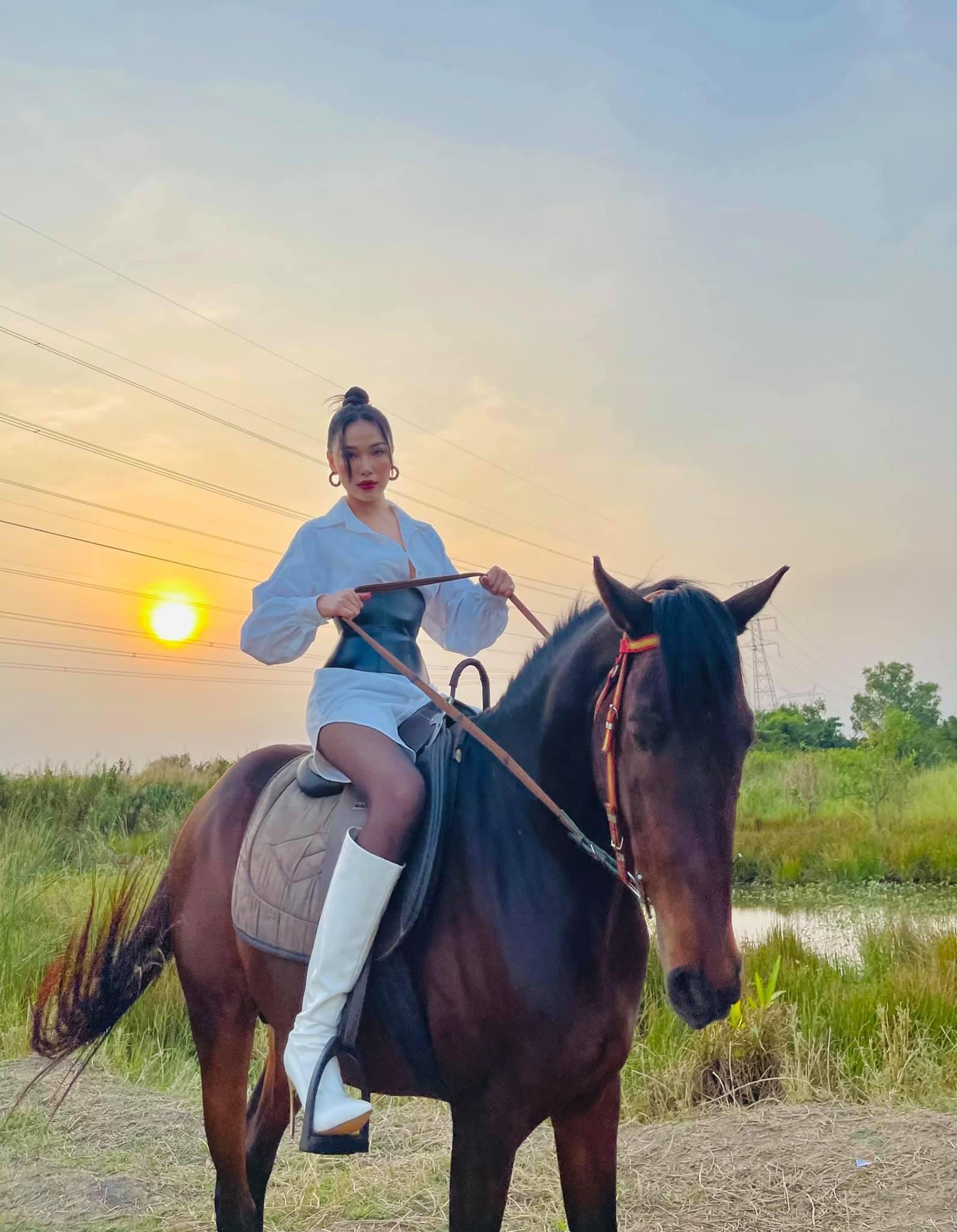 Vẻ đẹp gợi cảm của người mẫu Quỳnh Thư-22