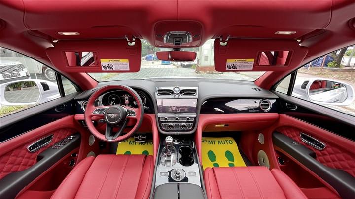 Bentley Bentayga V8 2021 với nội thất màu đặc biệt tại Việt Nam-12