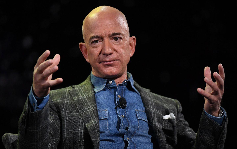 Chưa kịp bay lên không gian, Jeff Bezos đã bị hàng nghìn người muốn cấm trở về Trái Đất-2