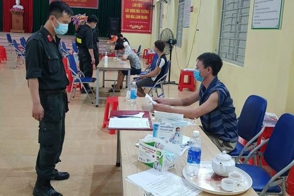 7 ngườitụ tập xem bóng đá ở Bắc Giang bị phạt 105 triệu-1