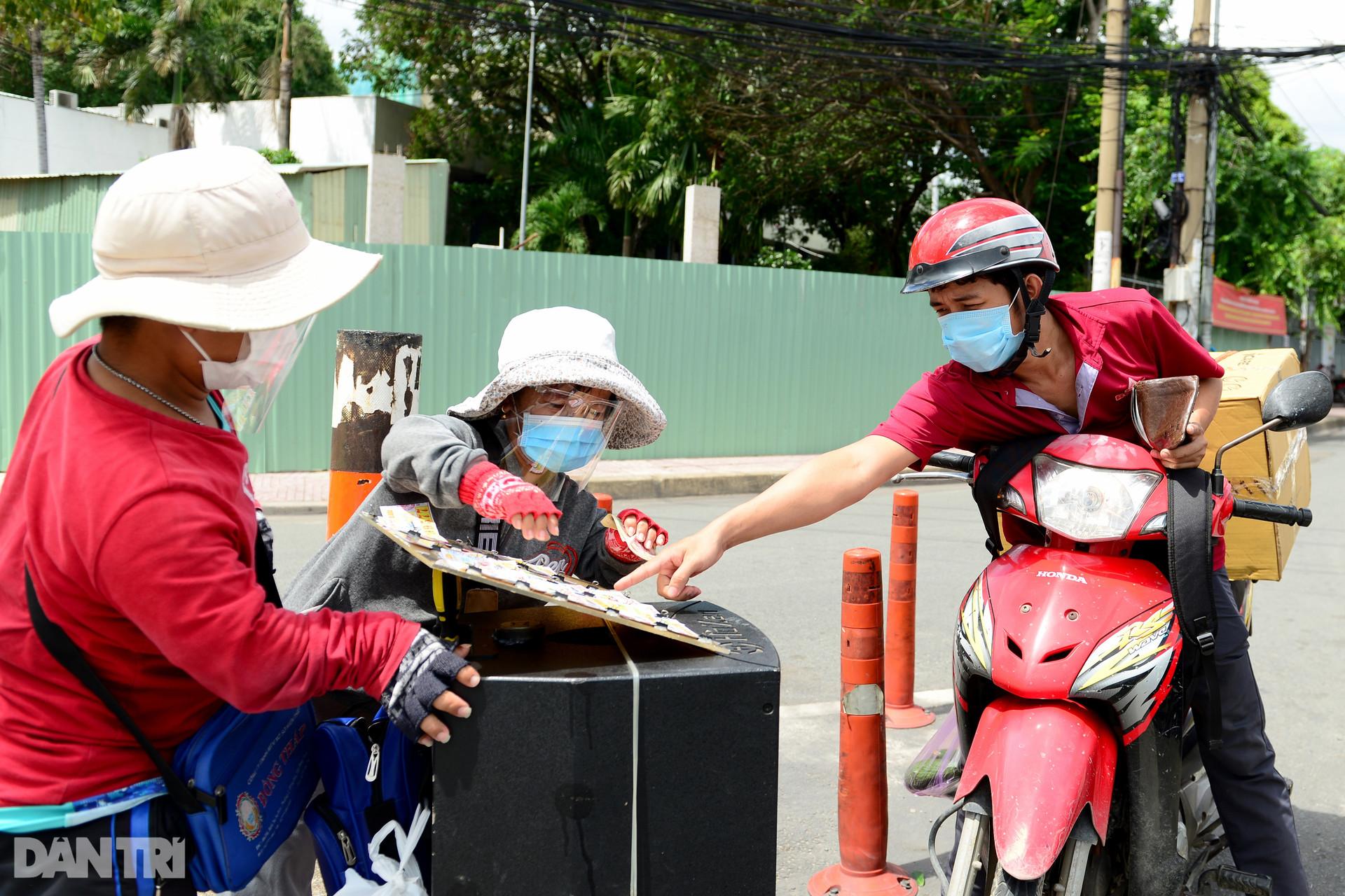 Cặp vợ chồng tí hon ở Sài Gòn bán vé số mùa dịch để nuôi nghiệp thể thao-3