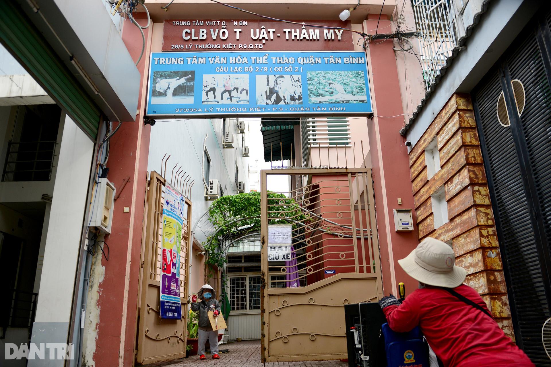 Cặp vợ chồng tí hon ở Sài Gòn bán vé số mùa dịch để nuôi nghiệp thể thao-5