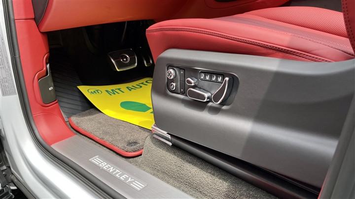 Bentley Bentayga V8 2021 với nội thất màu đặc biệt tại Việt Nam-17