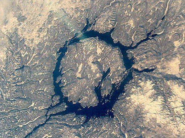 Hố va chạm thiên thạch ở Nga chứa hàng nghìn tỷ carat kim cương-2
