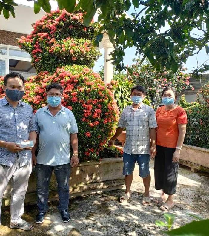 Dân Sài Gòn, người bán cây kiểng, nhà đập heo đất ủng hộ tiền mua vắc xin-4