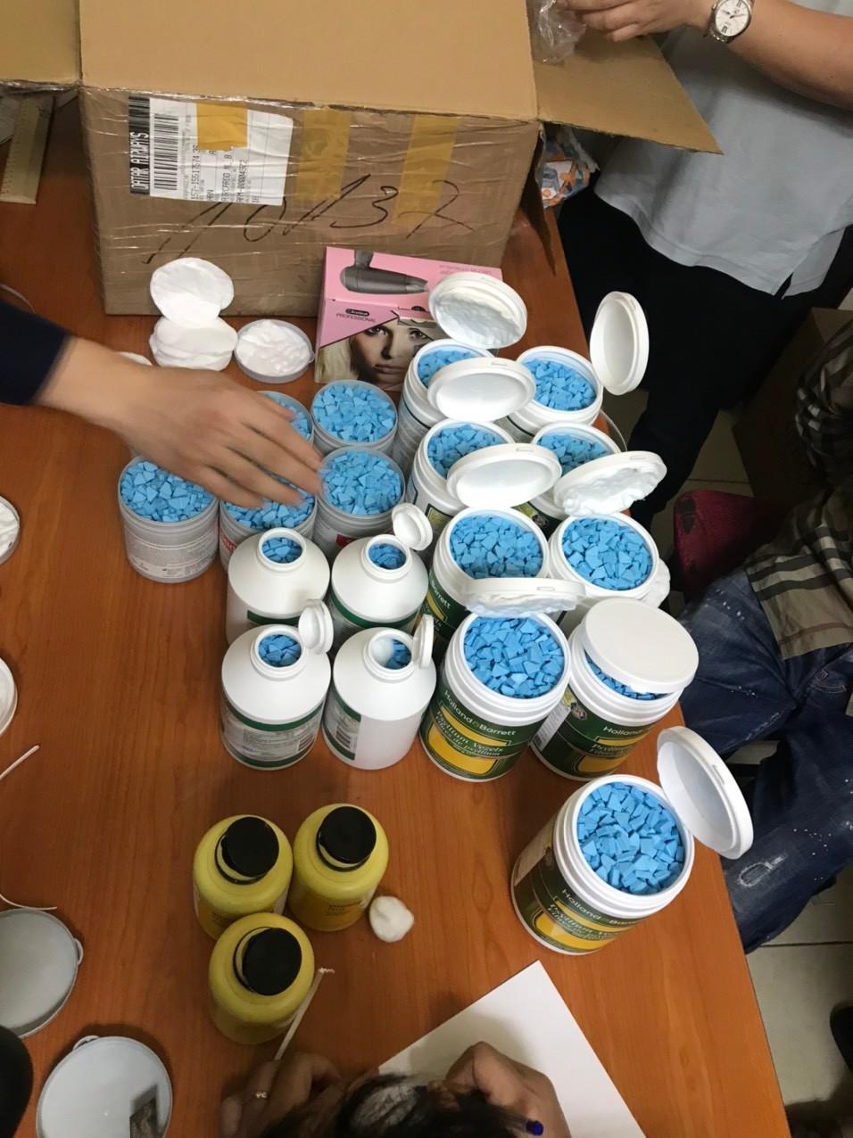Triệt phá đường dây ma túy lớn nhất từ Châu Âu về Việt Nam qua đường hàng không-4