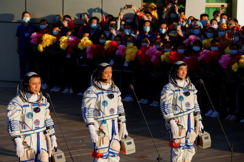 Trung Quốc phóng thành công tàu vũ trụ Thần Châu 12-2