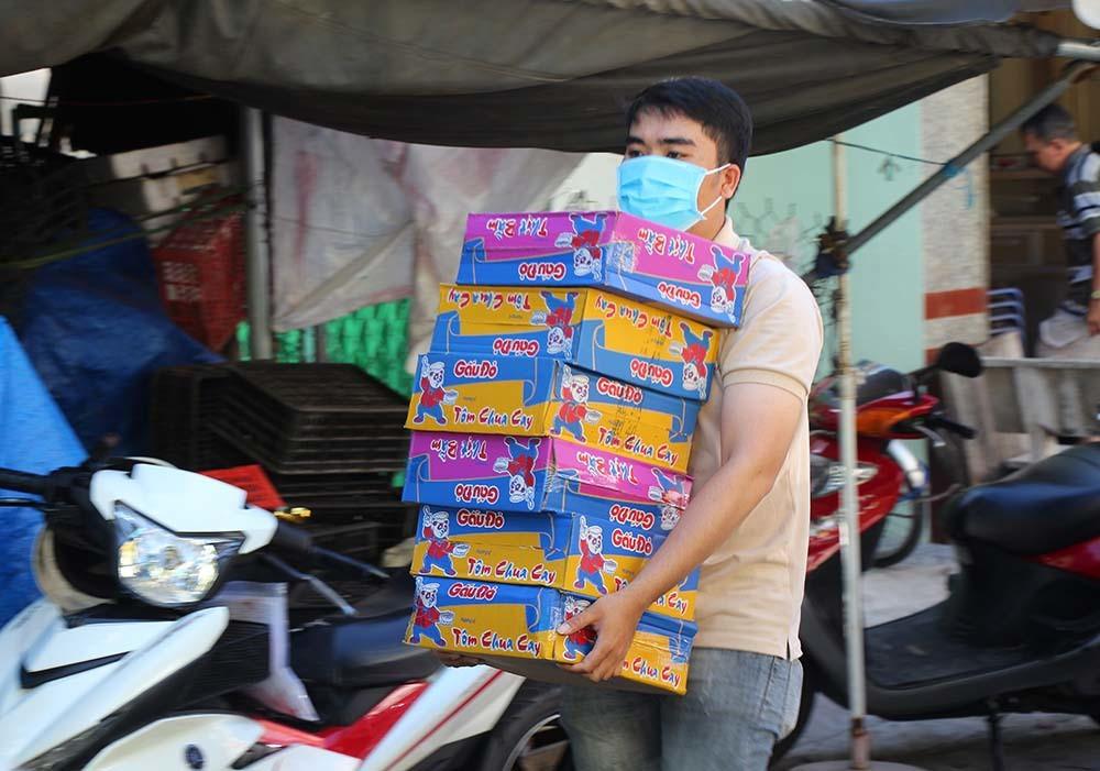 Phiên chợ đặc biệt ở Cần Thơ, người nghèo đến chợ mà lòng rưng rưng-14