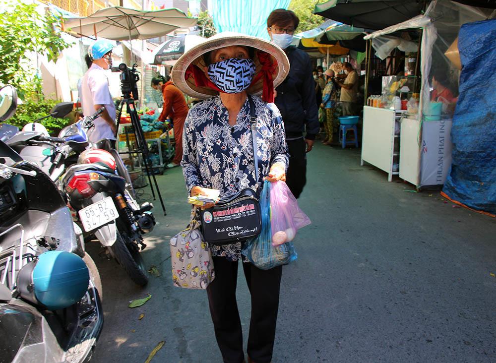 Phiên chợ đặc biệt ở Cần Thơ, người nghèo đến chợ mà lòng rưng rưng-7