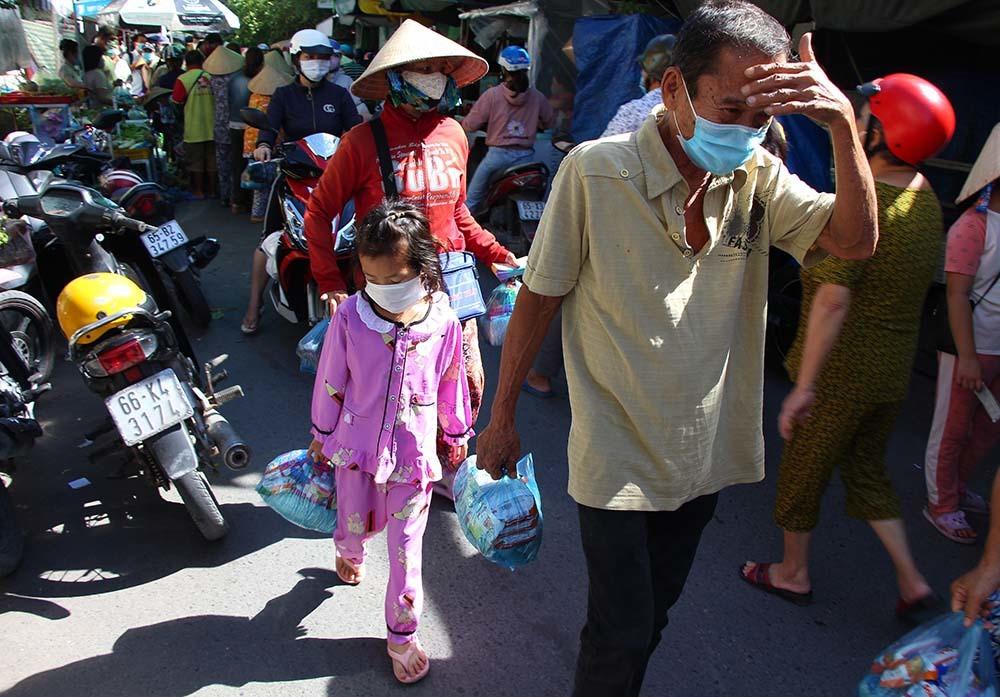 Phiên chợ đặc biệt ở Cần Thơ, người nghèo đến chợ mà lòng rưng rưng-10