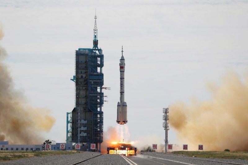 Trung Quốc phóng thành công tàu vũ trụ Thần Châu 12-1