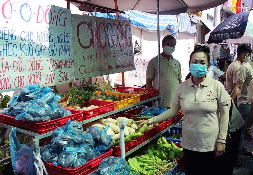 Phiên chợ đặc biệt ở Cần Thơ, người nghèo đến chợ mà lòng rưng rưng-18