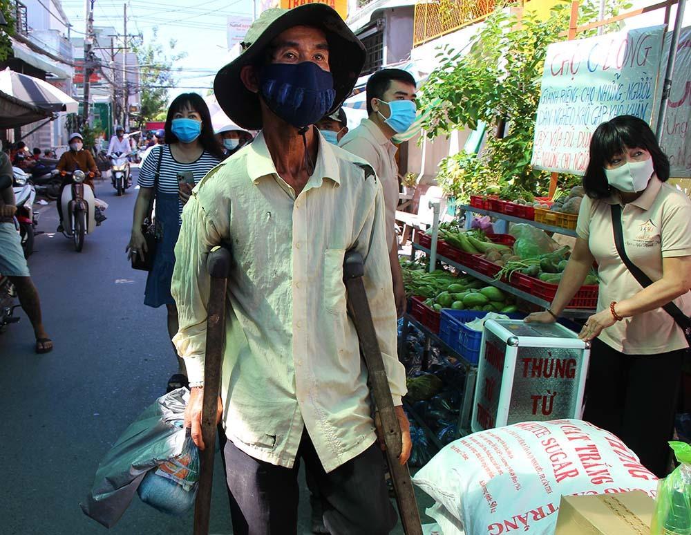 Phiên chợ đặc biệt ở Cần Thơ, người nghèo đến chợ mà lòng rưng rưng-9