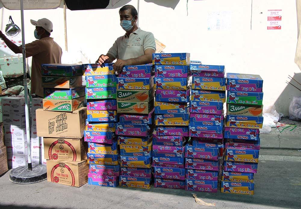 Phiên chợ đặc biệt ở Cần Thơ, người nghèo đến chợ mà lòng rưng rưng-15