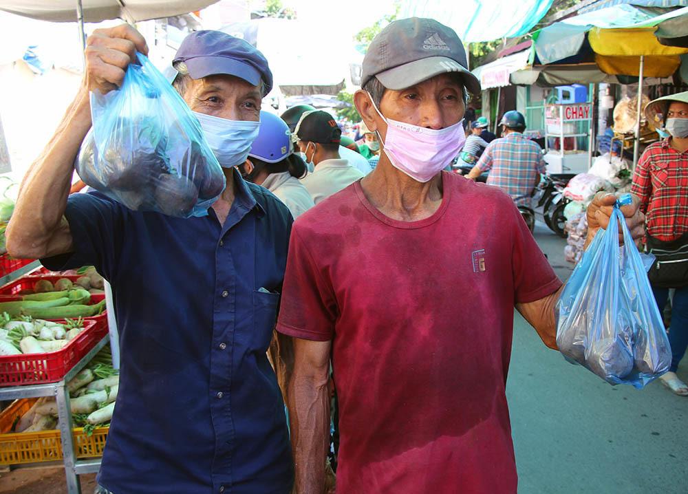 Phiên chợ đặc biệt ở Cần Thơ, người nghèo đến chợ mà lòng rưng rưng-12