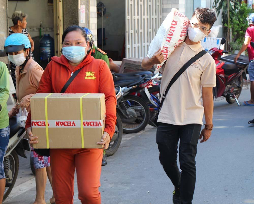 Phiên chợ đặc biệt ở Cần Thơ, người nghèo đến chợ mà lòng rưng rưng-13