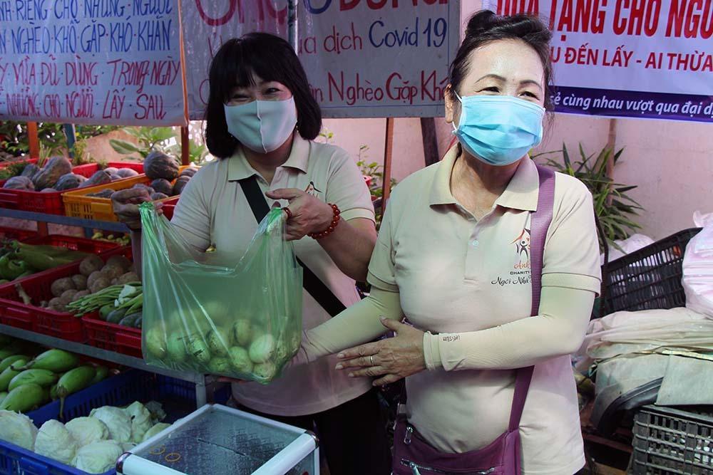 Phiên chợ đặc biệt ở Cần Thơ, người nghèo đến chợ mà lòng rưng rưng-17