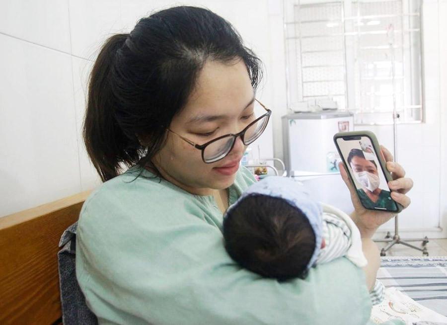 Cuộc gặp đặc biệt của bác sĩ ở tâm dịch Bắc Giang với con gái mới sinh-1