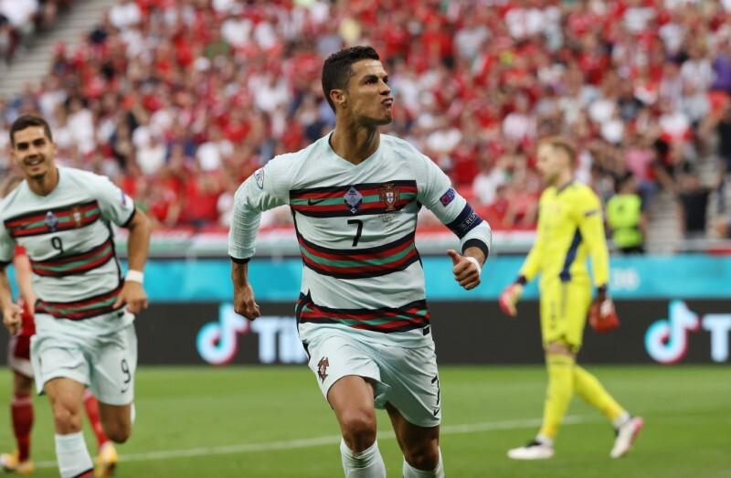 """Thomas Muller và Ronaldo vẫn chưa từng lần đầu tiên làm chuyện ấy""""-2"""