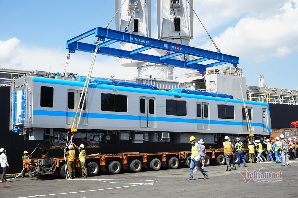 Thêm hai đoàn tàu metro Bến Thành- Suối Tiên tiếp tục cập cảng ở TP.HCM-4