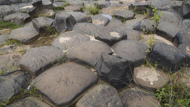 Phát hiện suối đá tổ ong kỳ lạ ở Gia Lai-6