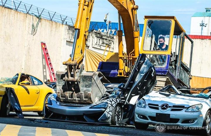 Nhiều siêu xe bị tiêu hủy tại Philippines-7