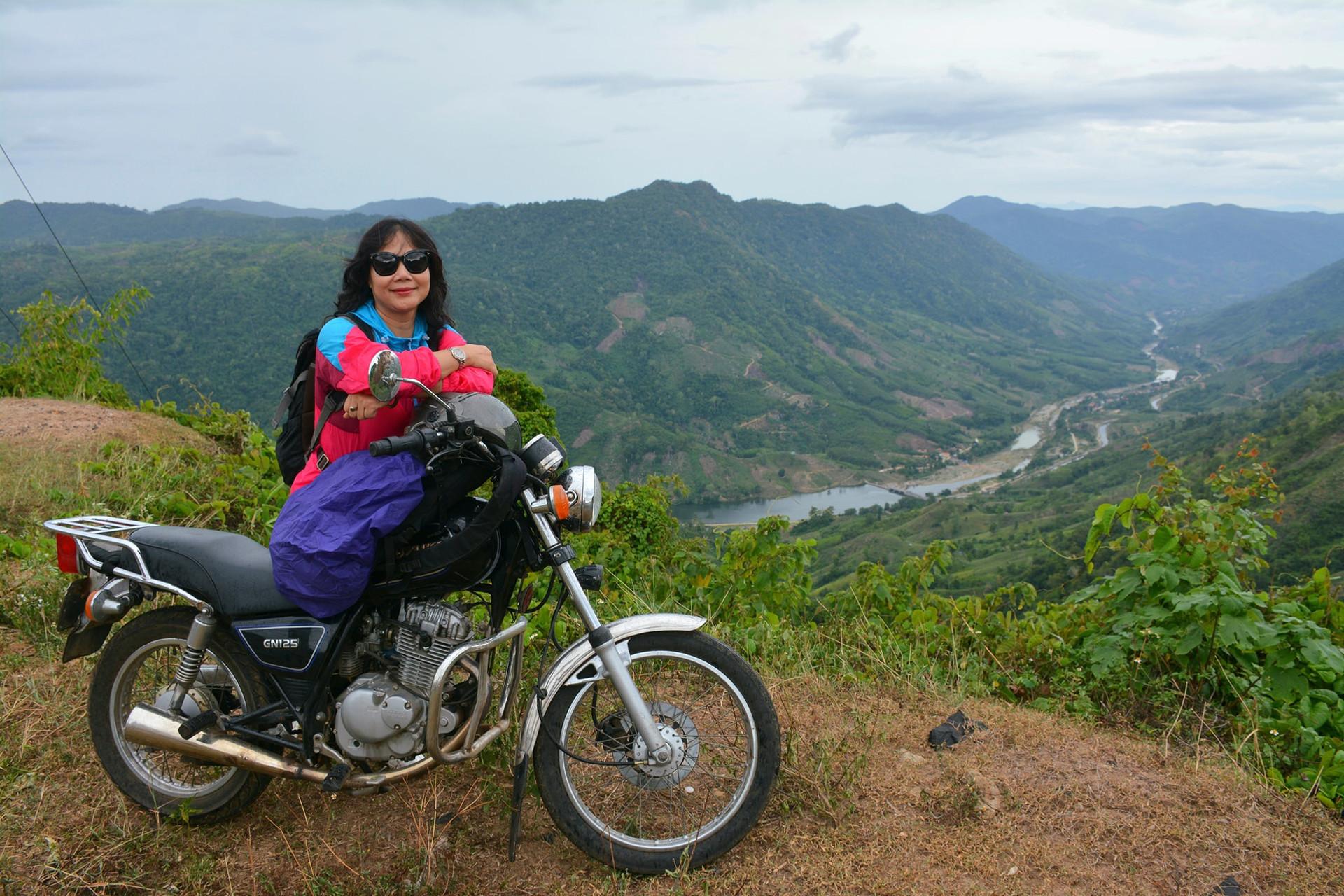 Mẹ U60 hiếm có khó tìm: Lái xe máy ngàn km, đưa con vi vu khắp Bắc - Nam-5
