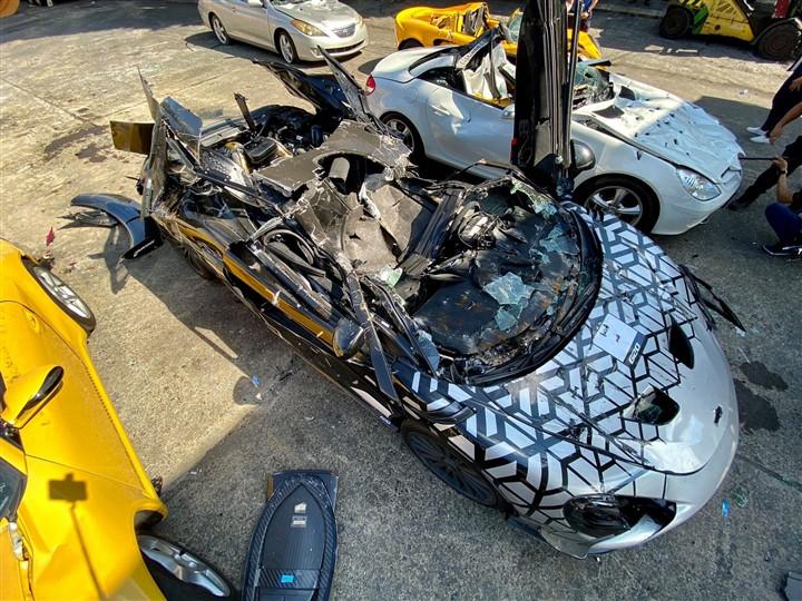 Nhiều siêu xe bị tiêu hủy tại Philippines-5
