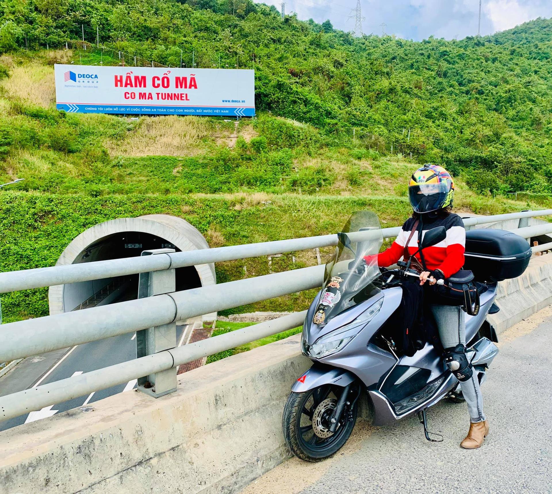 Mẹ U60 hiếm có khó tìm: Lái xe máy ngàn km, đưa con vi vu khắp Bắc - Nam-2