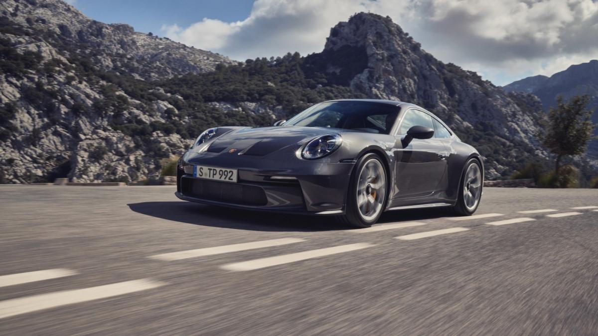 Cận cảnh Porsche 911 GT3 Touring 2022-13