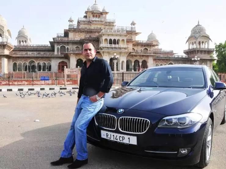 Người vá lốp xe đổi đời, sắm ô tô sang, biển VIP-2