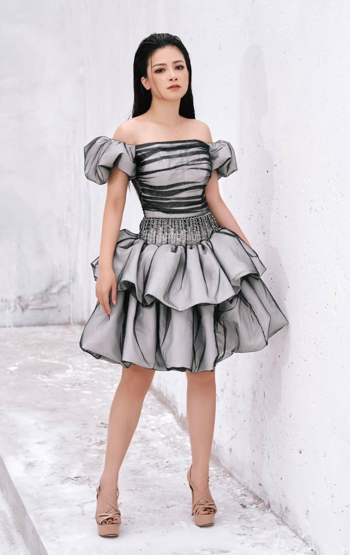 Angela Phương Trinh quyến rũ trong thiết kế đầm dài xẻ tà-8