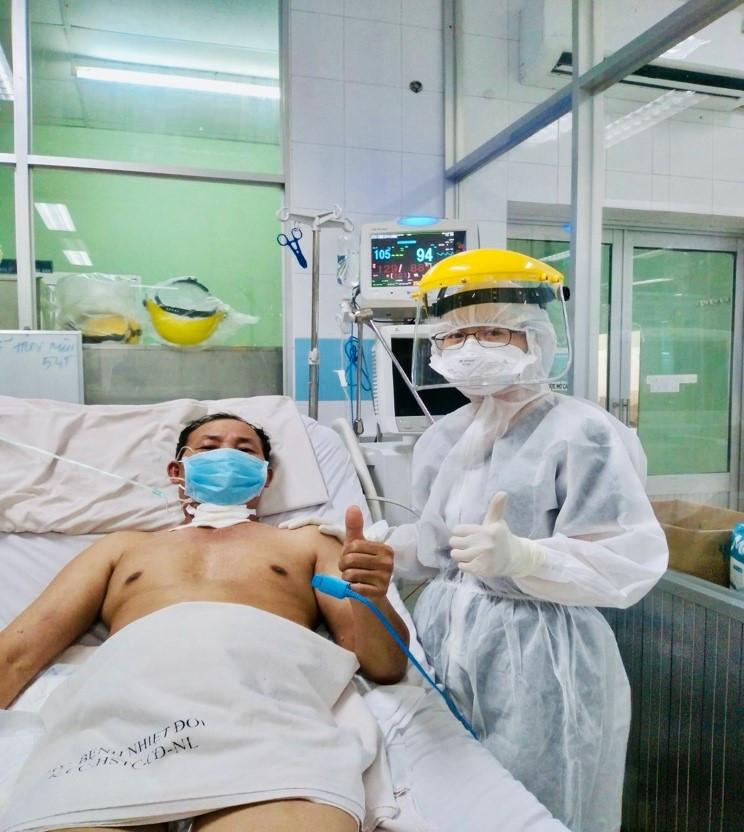 Một bệnh nhân COVID-19 nặng tương tự phi công Anh ở TP.HCM đã khỏe mạnh-1