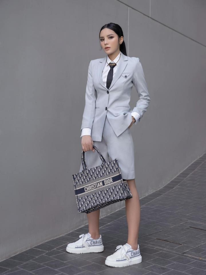 Angela Phương Trinh quyến rũ trong thiết kế đầm dài xẻ tà-2